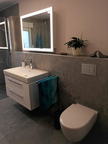Nach der Badsanierung- der Waschplatz, das WC